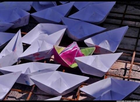 Senjska fragata: Porinuće 1000 papirnatih brodića u senjskoj luci 1